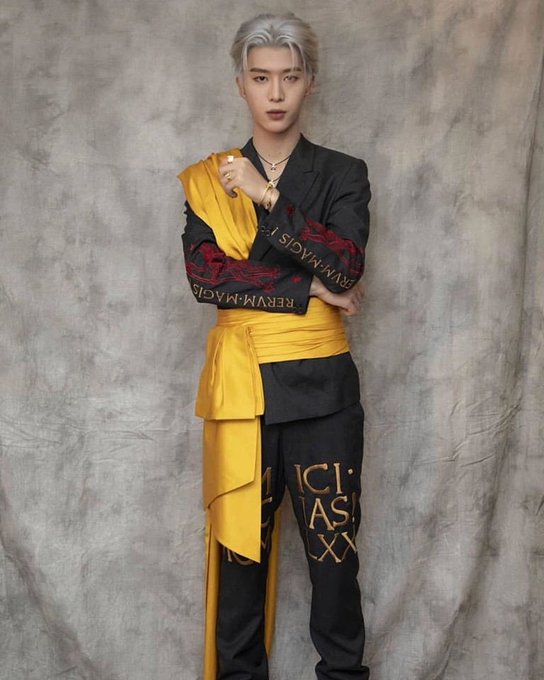 Fan Chengcheng wearing Moschino by Jeremy Scott FW19 Menswear collection for the 2019 iQiyi Scream Night Concert