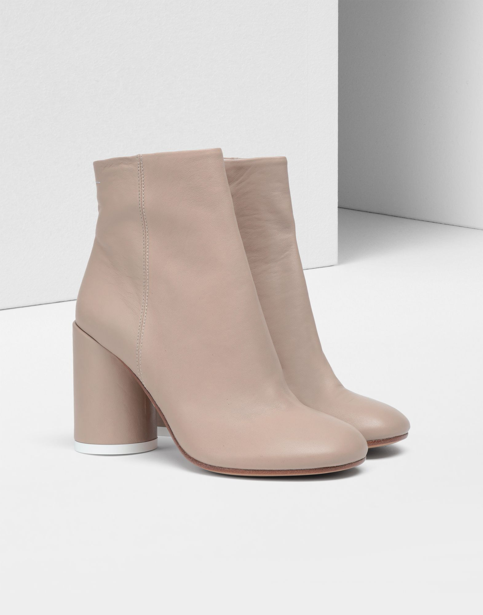 size: 37,  37.5,  38.5,  39