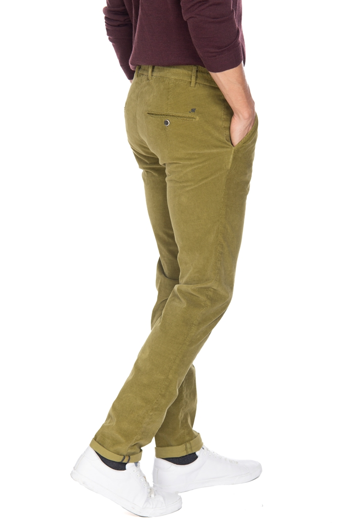 pants, Milano Jogger stylel, made with velvet, slim fit. This man elegant chino on the front presents two american pockets while on the back it has two welt pockets with buttons On the back right pocket there is Mason's logo patch