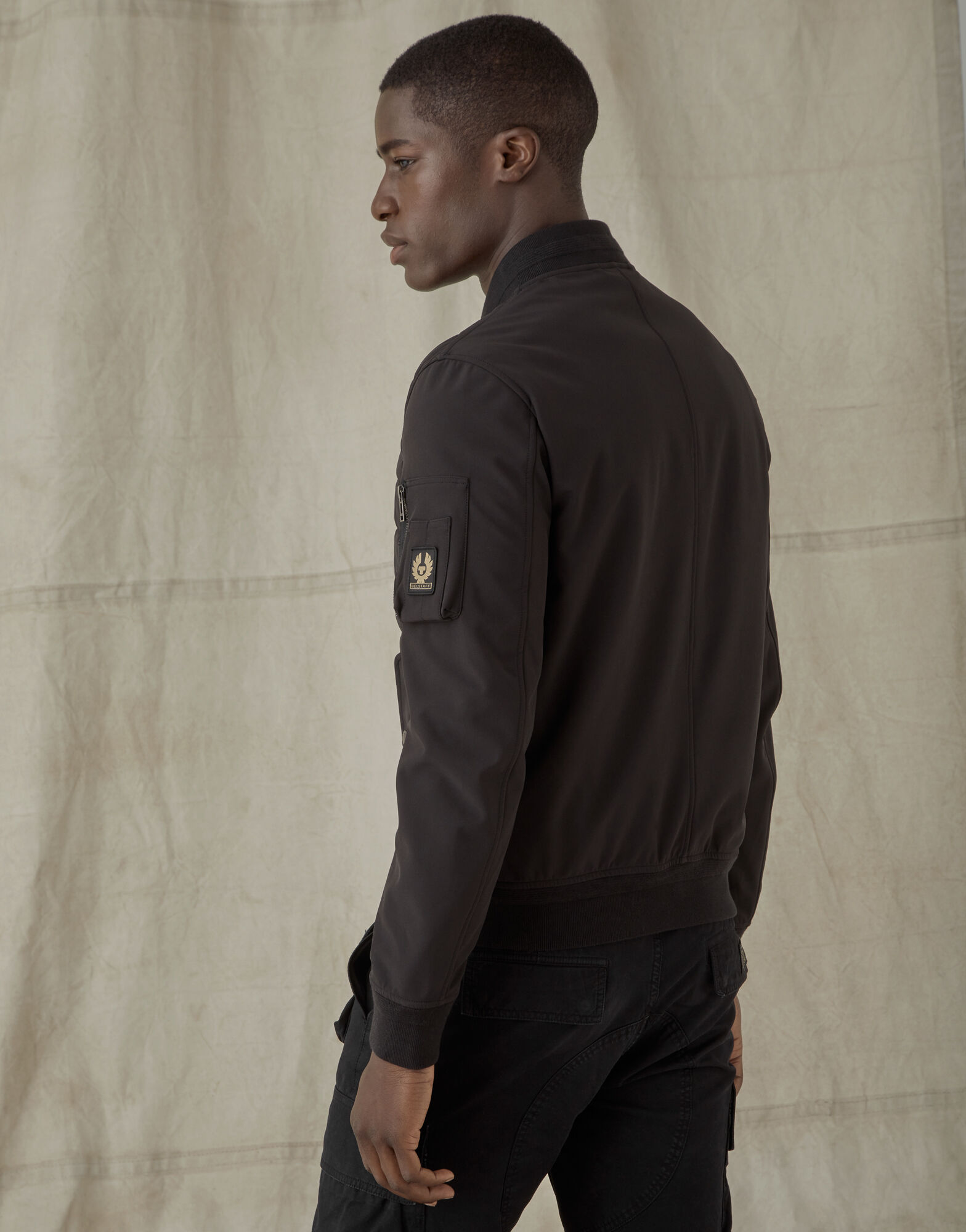 The men's Mantle Jacket gives you warmth without weighing you down.