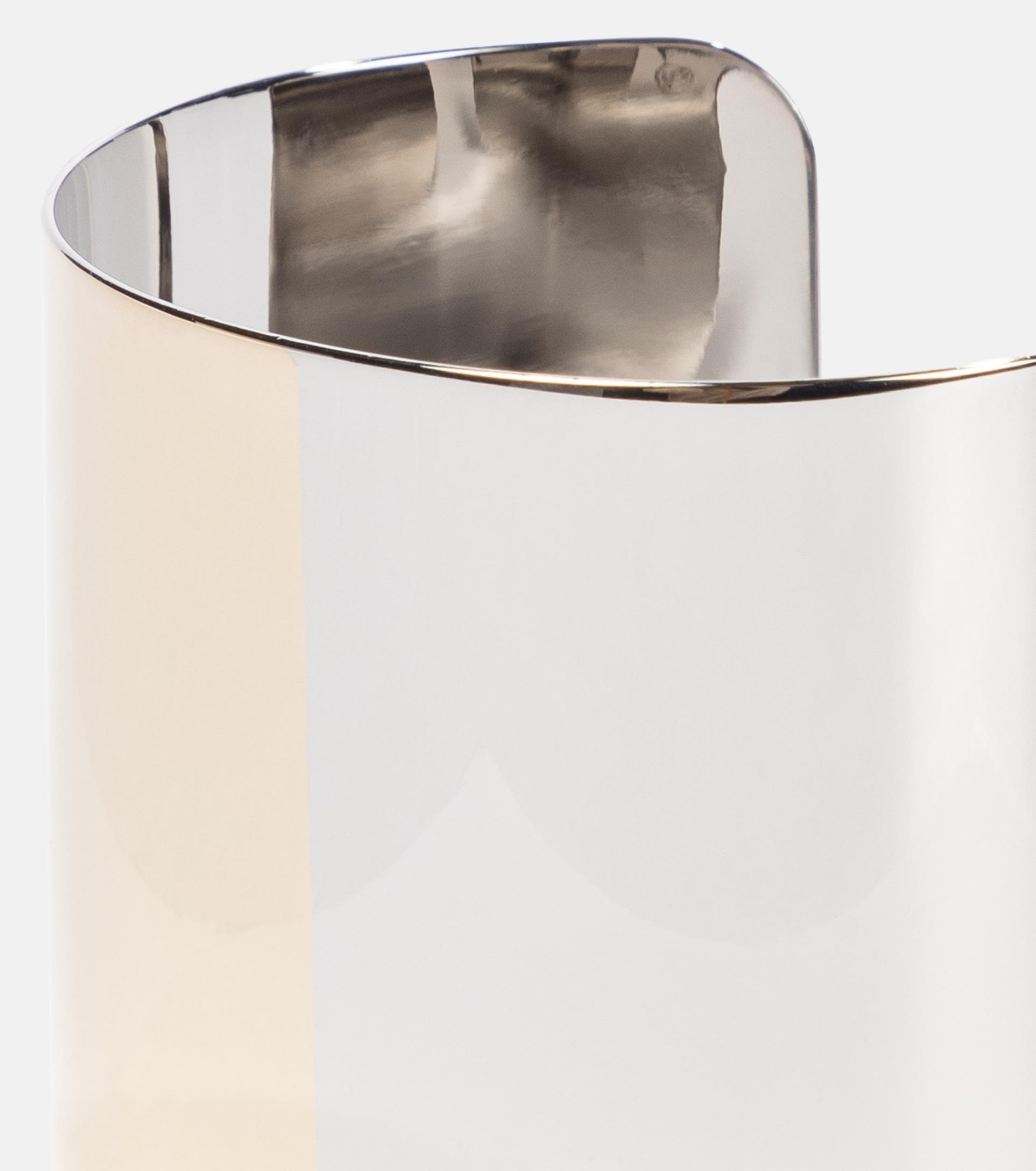 Dieses Armband von MM6 Maison Margiela wurde in Italien aus Messing gefertigt und lässt uns somit alle Freiheiten beim Styling offen